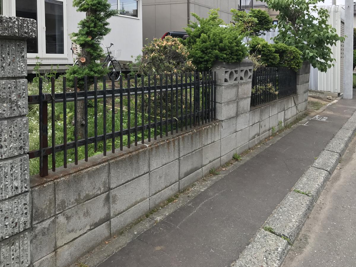 古いブロック塀