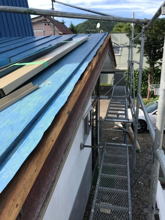 屋根氷柱対策工事